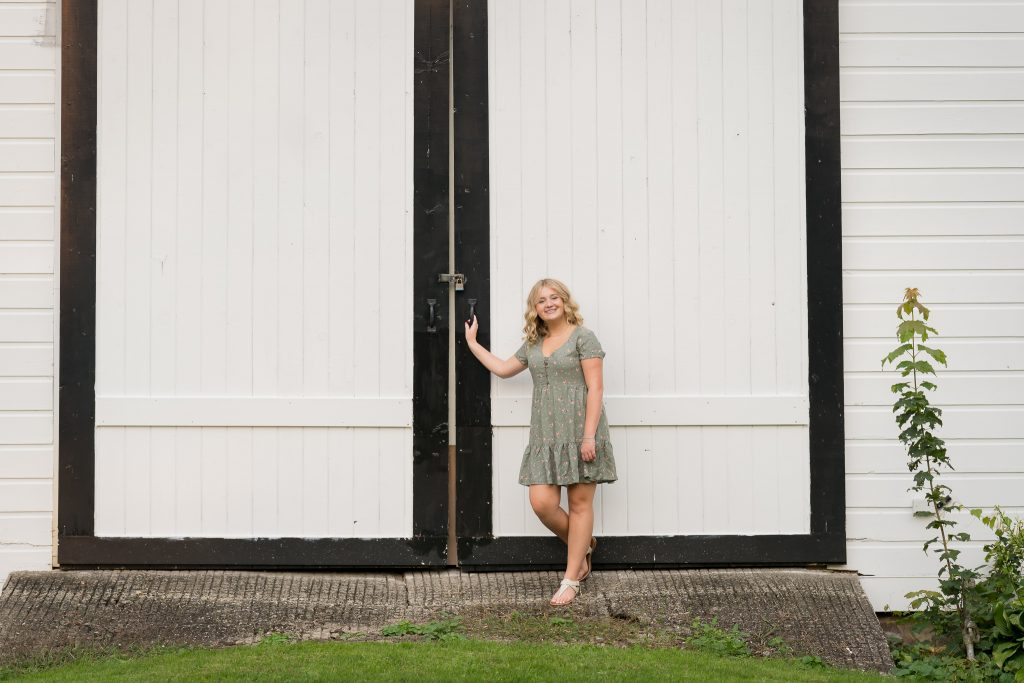 Metamora Farm Senior Portraits